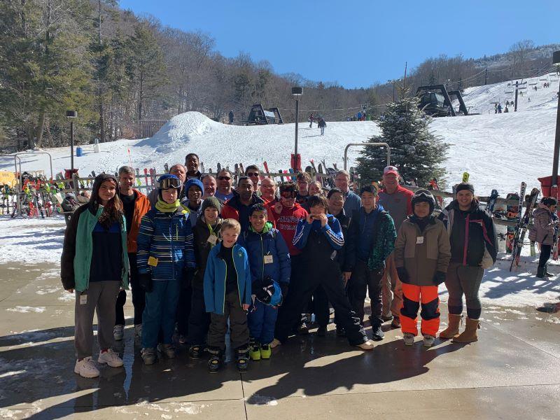 2020_skiing_group_bottom