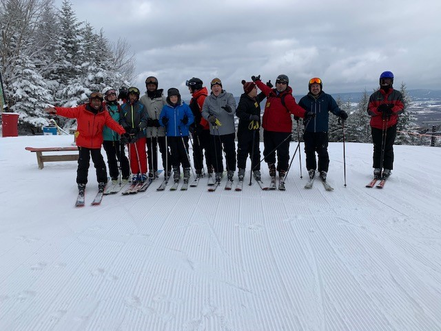 2020_skiing_group_top
